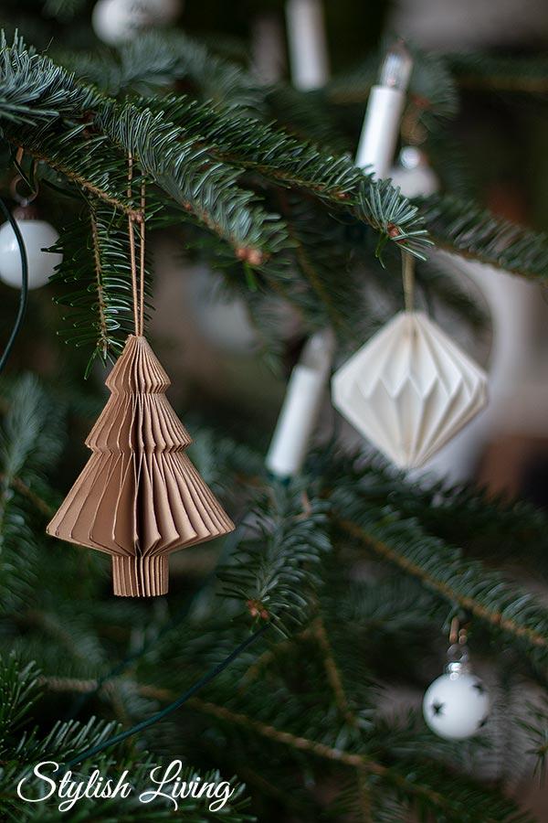 Weihnachtsbaumschmuck aus Papier